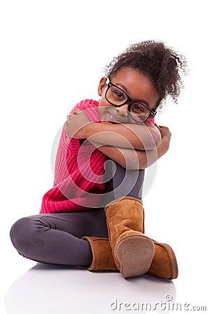 在楼层上安装的非洲裔美国人的女孩