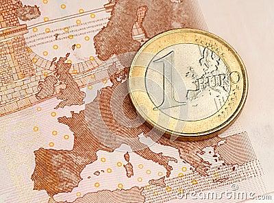 在欧洲钞票的一枚欧洲硬币