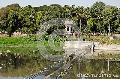 在河Musi,海得拉巴的测流堰
