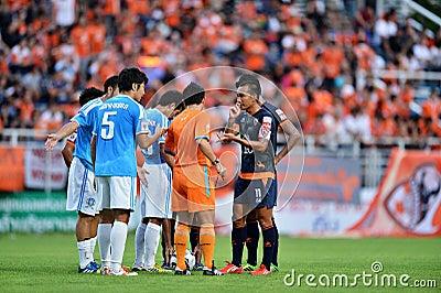 在泰国英格兰足球超级联赛的行动 编辑类库存照片