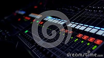 在活,录影4K的混合的委员会音量控制器赞成音频混合的板 影视素材