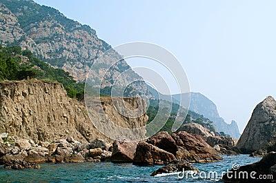 在海滩的岩石