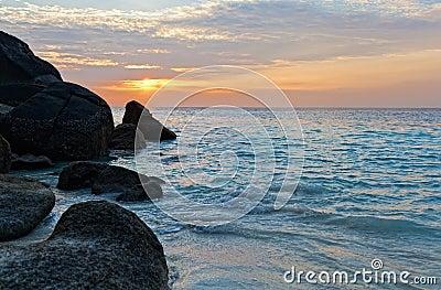 在海洋的日出