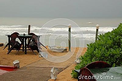 在淡季期间的海滩餐馆