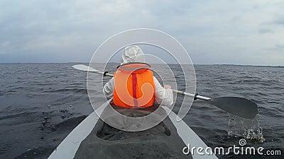 在湖的划船旅游皮船 股票录像