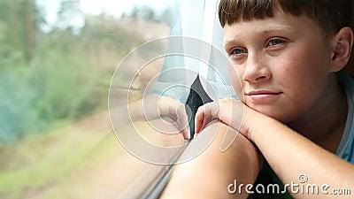 在火车的男孩乘驾 股票录像