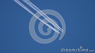 在空中高飞的飞机 股票视频