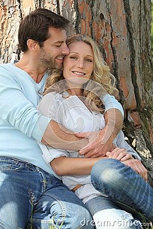 在结构树前面的夫妇