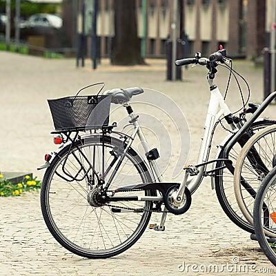 在街道上的自行车