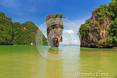 在詹姆士・邦德海岛的Ko Tapu岩石在泰国