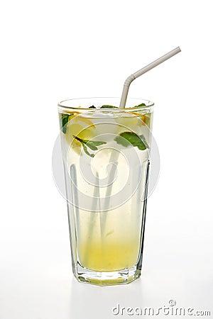 在玻璃的柠檬水