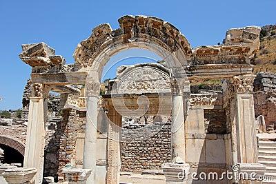 在Ephesus的Hadrian的寺庙