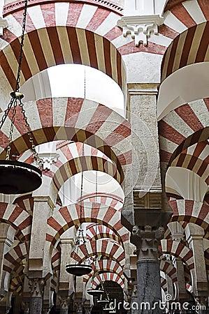 在mezquita西班牙里面的科多巴