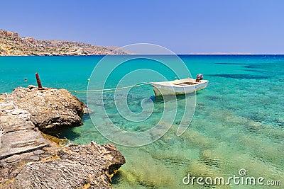 在Vai海滩的小船