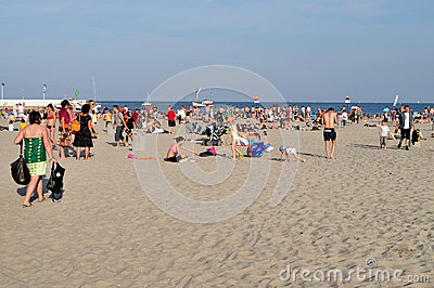 基于海滩的人们 编辑类库存图片