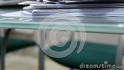 堆文件和办公室纸 股票视频