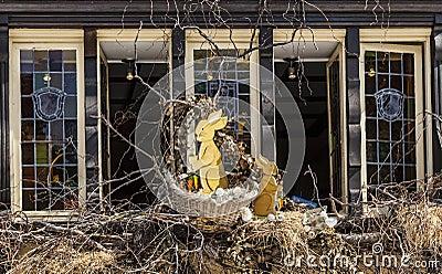 复活节在科尔马装饰了窗口 编辑类库存照片