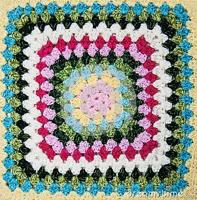 多彩多姿的格子花呢披肩正方形钩针编织图片