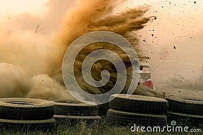 多灰尘的赛跑的集会