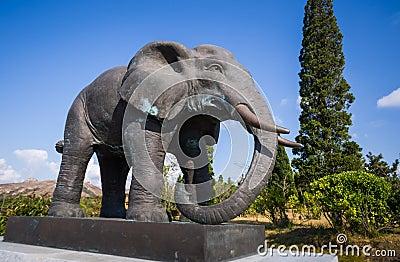 孕妇梦见大象雕塑