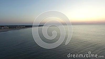 太阳在北部Topsail海岛码头,北部Topsail海滩, NC升起 影视素材