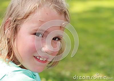 女孩微笑的一点