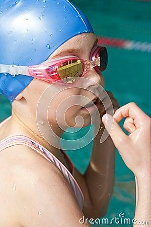 女孩纵向游泳者