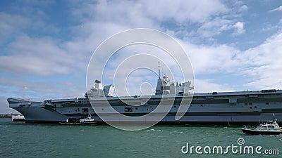 威尔士王子号航空母舰停靠在朴次茅斯 影视素材