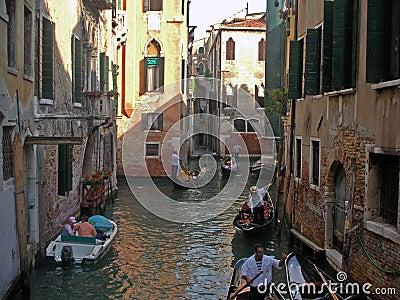威尼斯缩小的街道