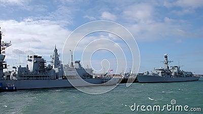 威斯敏斯特号皇家护卫舰和肯特号皇家护卫舰停靠在朴茨茅斯 股票录像