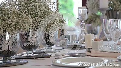 婚礼桌和装饰 股票视频