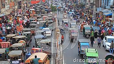孟加拉国拉杰沙希市萨赫布巴扎尔路交通 股票视频