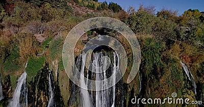 定点飞越普遍的瀑布在天鹅谷的爱达荷南部 股票录像