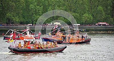 小船第60或第75周年纪念壮丽的场面rnli 编辑类库存照片
