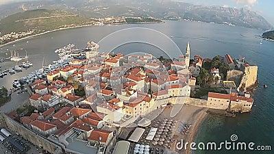 黑山,布德瓦,老镇,海,直升机视图 股票视频