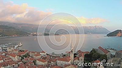 黑山,布德瓦,老镇,海,直升机视图 股票录像