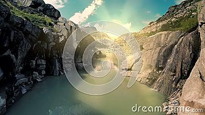 峡谷河岸风景鸟瞰图