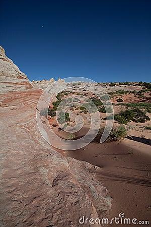 峭壁横向朱红色