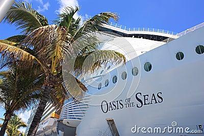 巡航划线员绿洲海运 编辑类库存图片