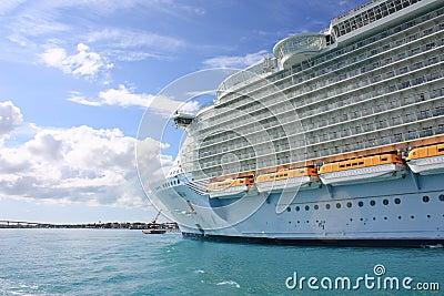巡航划线员绿洲海运 编辑类库存照片