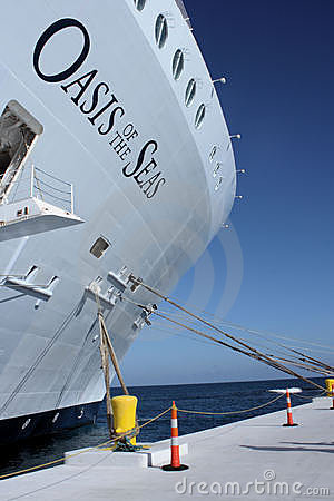 巡航绿洲海运船 编辑类库存照片