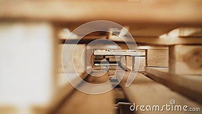 工厂里的木制托盘 正在移动中拍摄 特写 股票视频