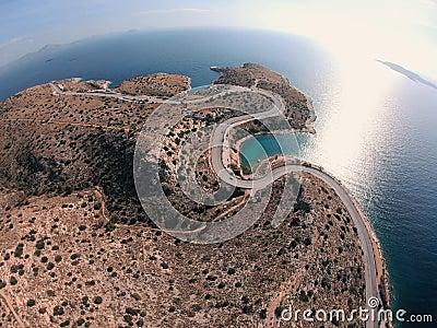 希腊海滨无人机翻转弯道,水绿石,海浪 股票录像