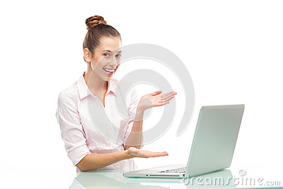 当前膝上型计算机的少妇