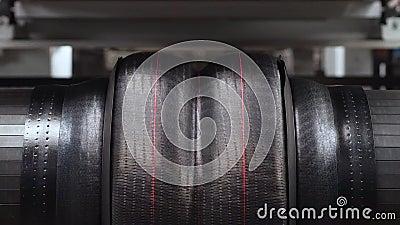 形成在行动的轮胎机器 股票录像