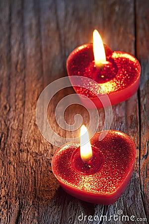 心形红色的蜡烛图片