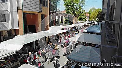 意大利梅斯特威尼斯 — 2019年5月:市中心市场 人们选择产品 慢动作 影视素材