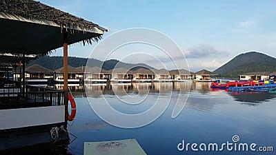 房子的看法Srinakarin水坝的在北碧位于泰国,旅游胜地在泰国,高速shooti 影视素材