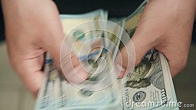 手中的美元钞票 股票录像