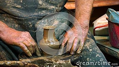 手工制造黏土花瓶